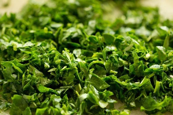 finely chopped methi leaves