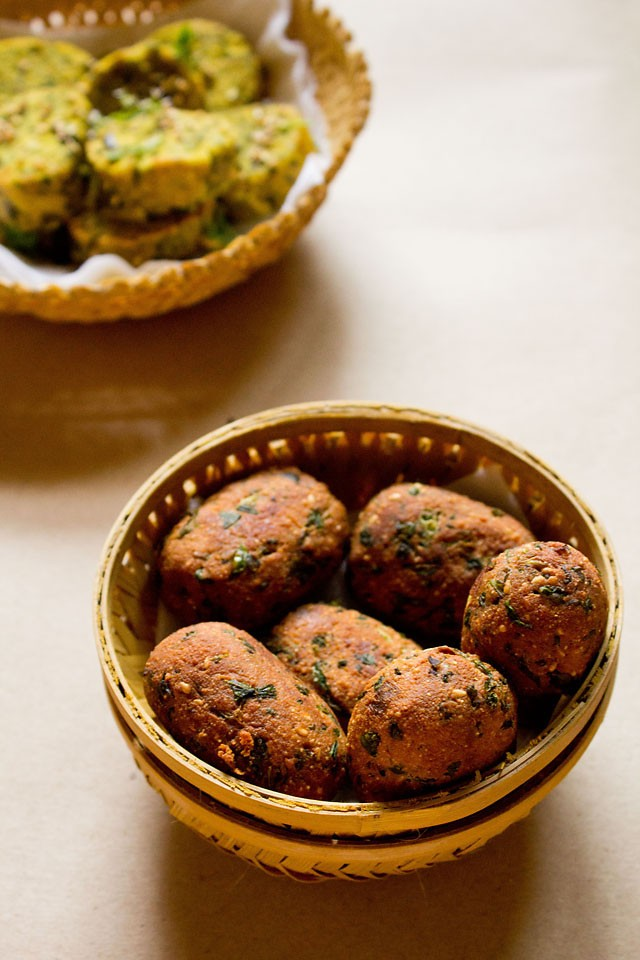 fried methi muthia