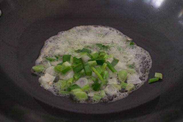 fry onions for chilli paneer gravy recipe