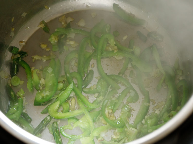 Sauté capsicum for 1 minute
