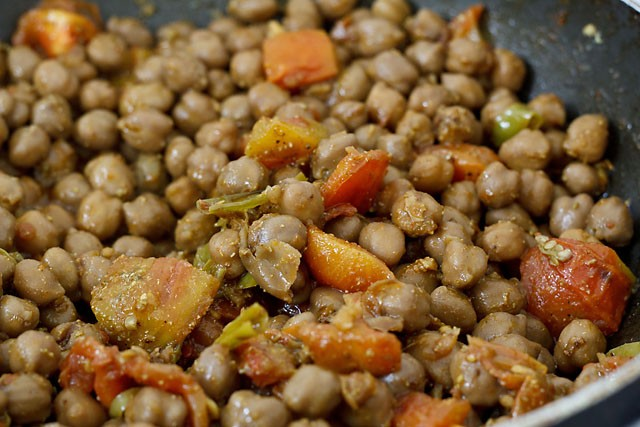 making amritsari chole recipe