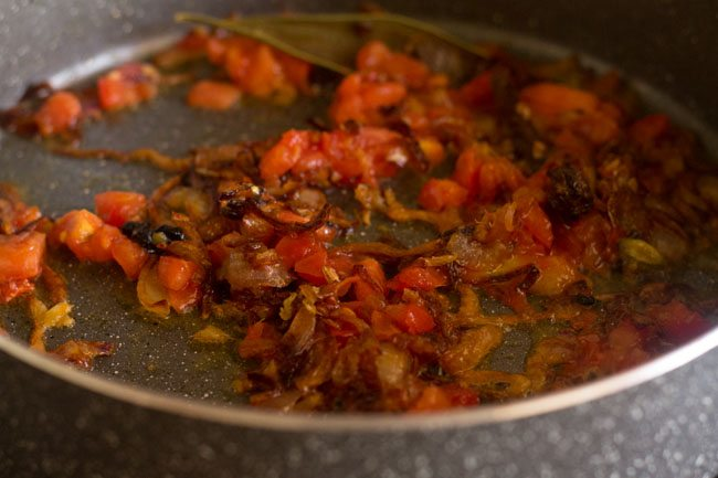 frying tomatoes for palak biryani