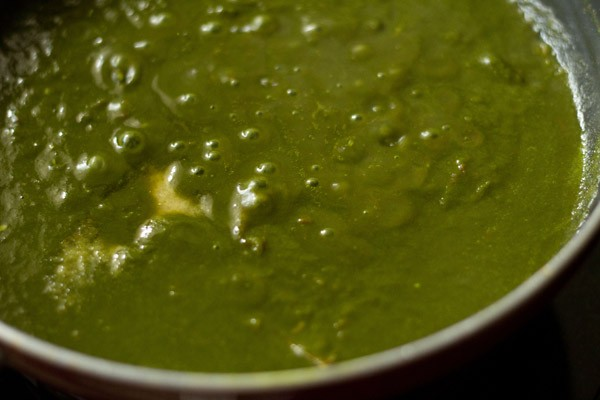 simmer palak gravy or spinach sauce