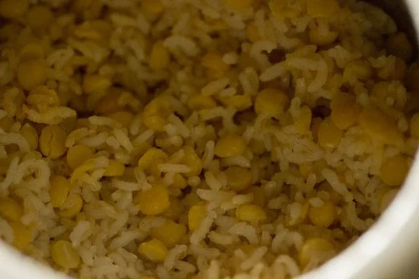 making chana dal khichdi recipe