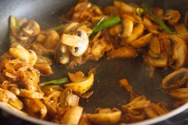 cooking mushroom fry