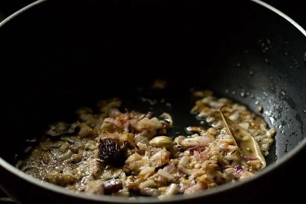 onions for palak mushroom recipe