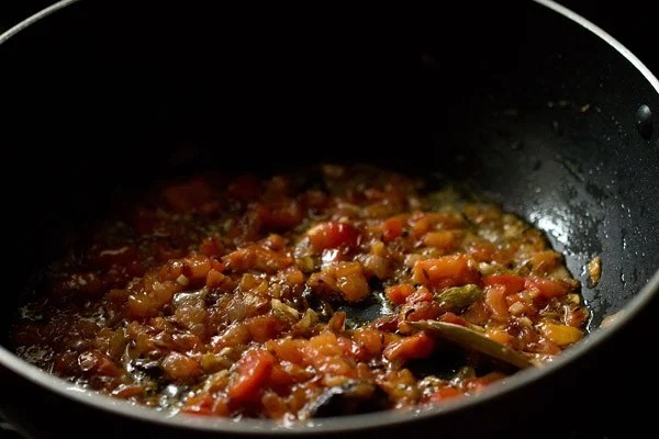 tomatoes for palak mushroom recipe