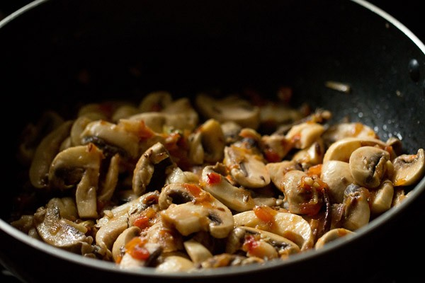 stir mushrooms - palak mushroom recipe