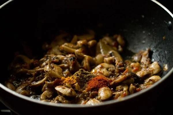 spices for palak mushroom recipe