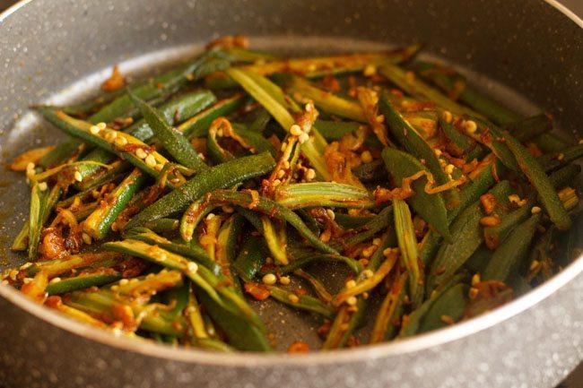 cooking lahsuni bhindi