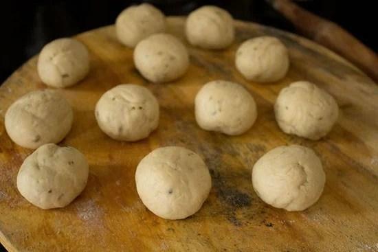 pakwan dough balls - sindhi pakwan recipe