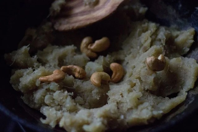 making sweet potato halwa recipe