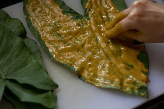 apply besan batter on colocasia leaves