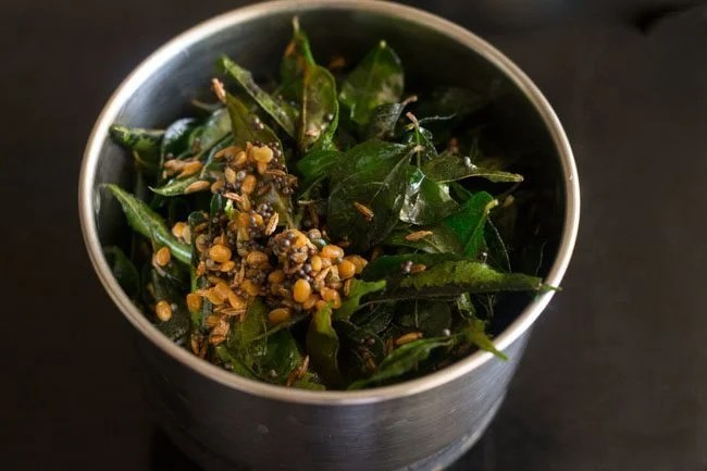 preparing curry leaves chutney recipe