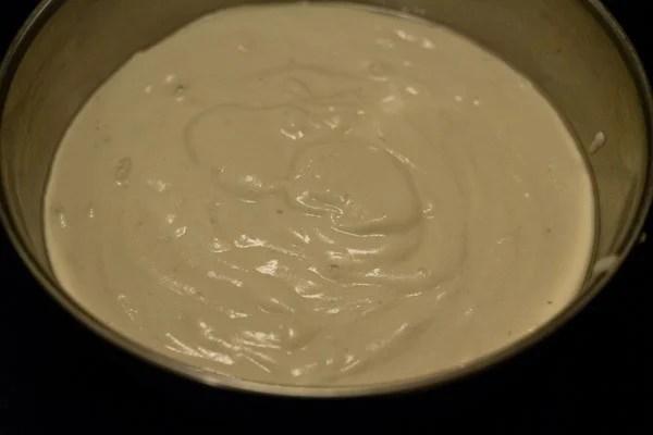 grind urad dal for making khatta dhokla recipe