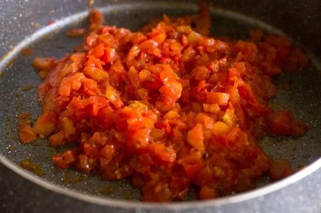 making potato tomato curry recipe