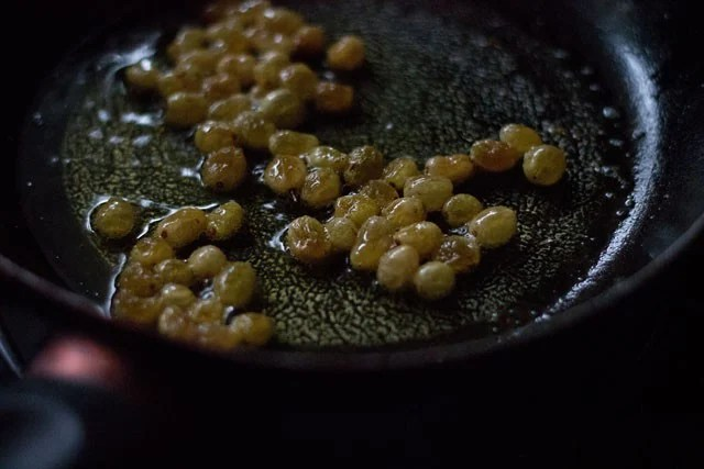 fry raisins for maladu recipe