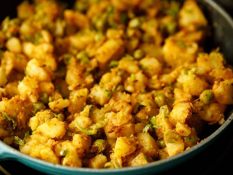 potatoes mixed and samosa stuffing is ready