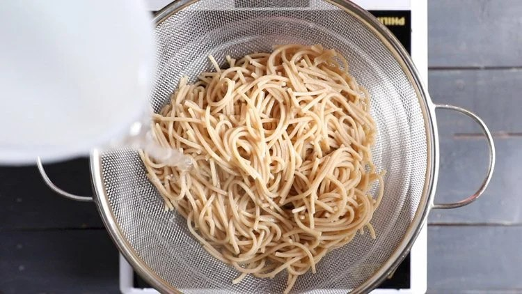 straining noodles for veg noodles recipe