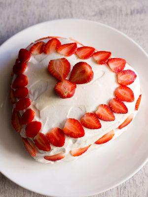 eggless strawberry cream cake
