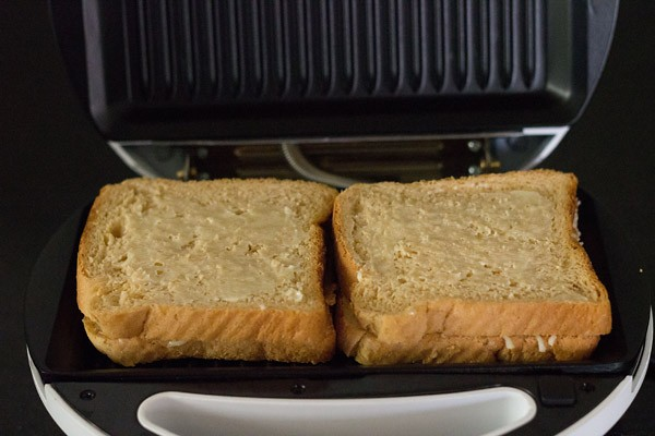 grilling - making cheese sandwich recipe