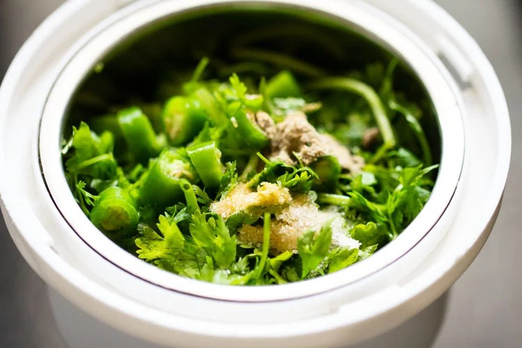 chopped coriander leaves, green chilies, salt and chaat masala in a small blender