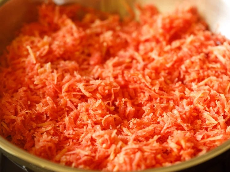 carrots to make carrot halwa