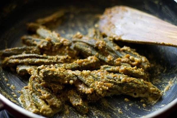 making bbesan bhindi