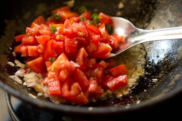 added 3 medium-sized finely chopped tomatoes