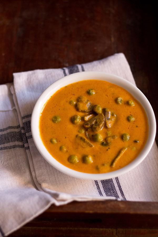 mushroom matar makhani recipe
