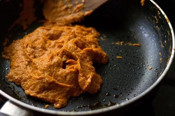 making makhani gravy