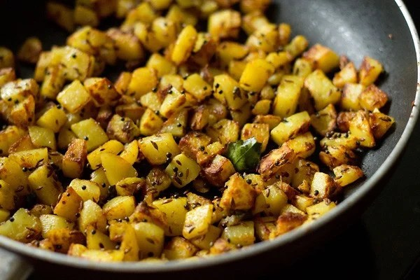 preparing batata nu shaak recipe