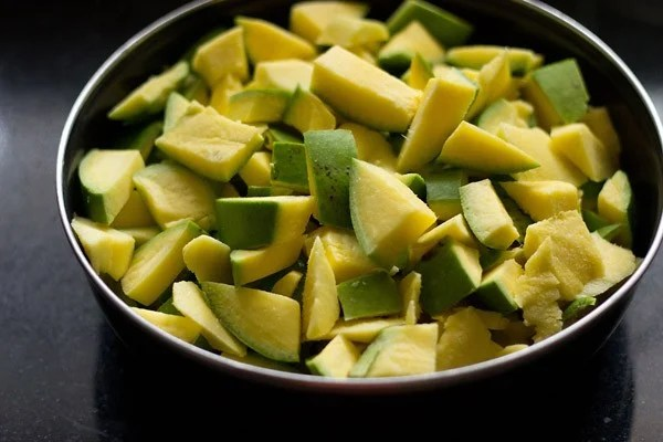 chopped mangoes for mango pickle recipe