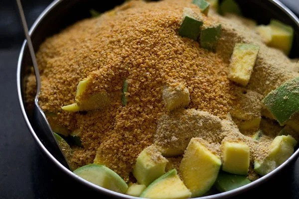 making mango pickle recipe