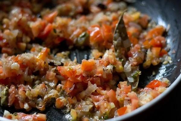 onions for making gobi matar recipe