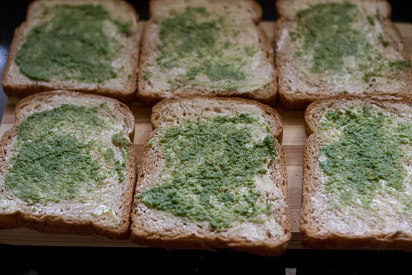 mint-coriander chutney on bread slices