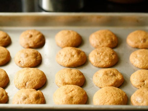 whole wheat baked cookies out from the oven