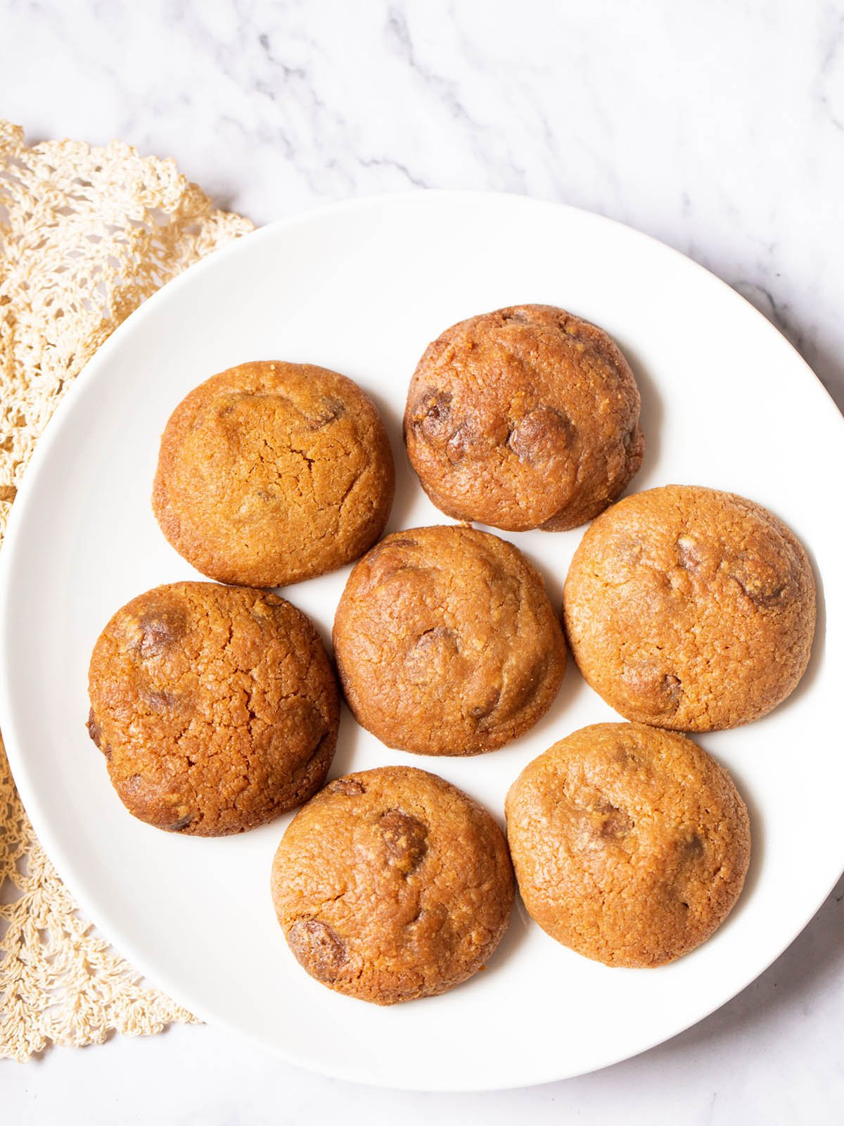 the best eggless chocolate chip cookies served on a white plate