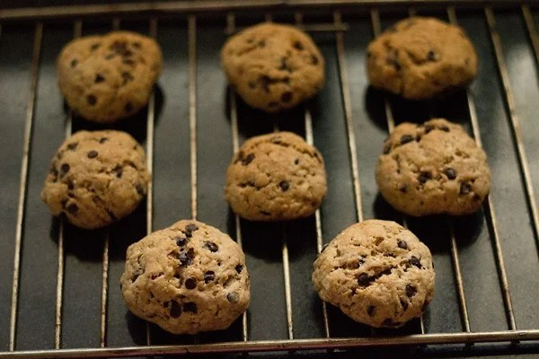 baked eggless chocolate chip cookies