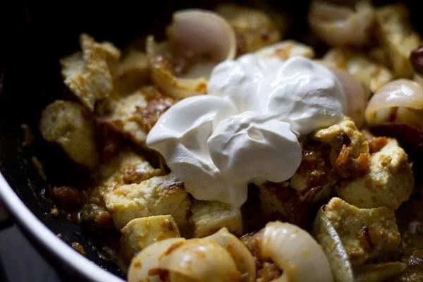 add cream to make paneer do pyaza recipe