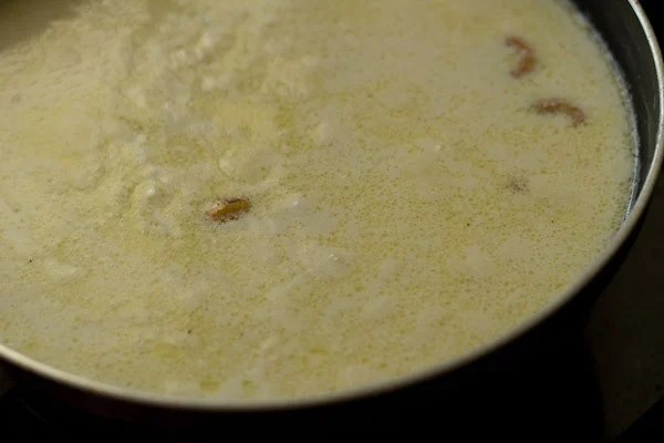 simmering sooji kheer mixture in pan