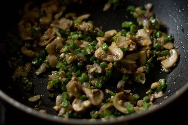 cooking mushrooms for vegetable chowmein noodles recipe