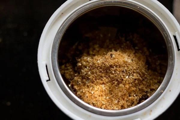 making kolhapuri masala for veg kolhapuri
