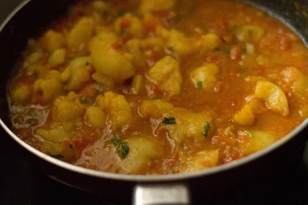 aloo rasedar curry recipe, aloo rasedar recipe