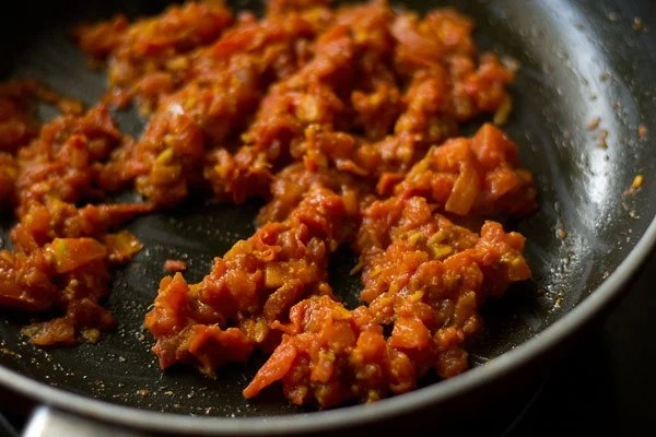 saute tomatoes to make aloo rasedar recipe