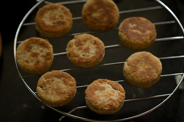 eggless cheese biscuits recipe, cheese biscuits recipe