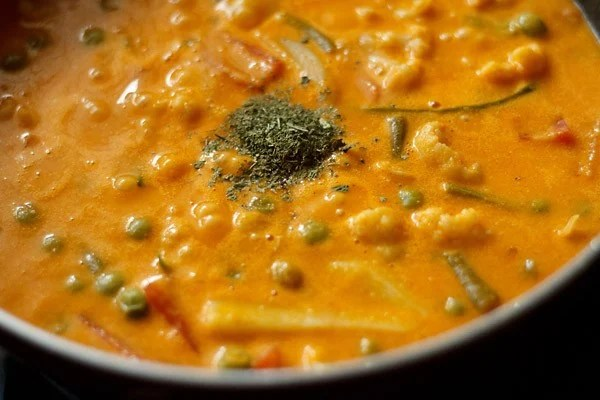 add kasuri methi to veg makhanwala recipe
