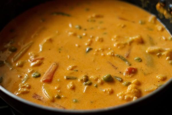 stir - veg makhanwala curry recipe