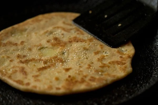 making aloo kulcha recipe