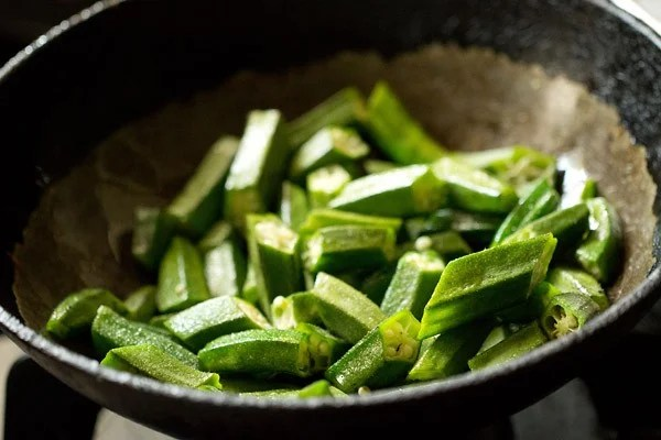 chopped bhindi for bhindi masala recipe